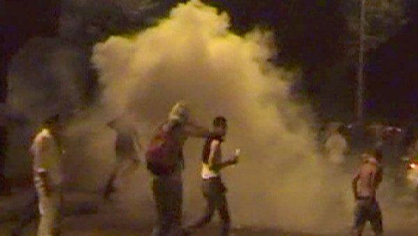 Протестующие закидали камнями полицейских у посольства Израиля в Каире