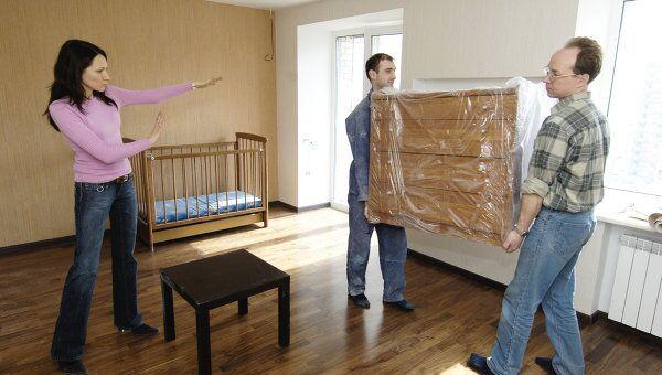 Для москвича, живущего в тесноте и не обладающего значительным доходом, выход один – встать в очередь на жилье. Правда, бесплатного жилья ждать придется долго. Возможно, лет 20
