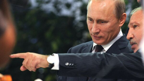 Премьер-министр РФ В.Путин осмотрел экспозицию инновационных проектов в рамках форума Сочи-2011