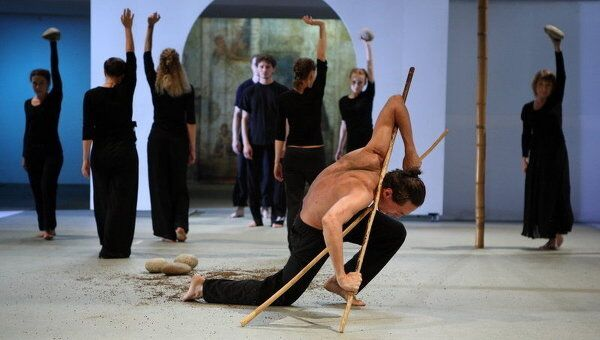 Сцена из спектакля Мцыри в постановке Константина Мишина