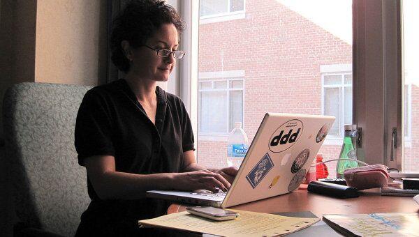 Учителя используют Интернет для общения не меньше учеников, утверждают эксперты