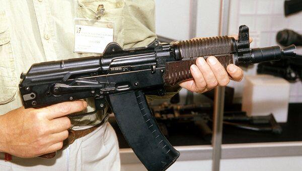 Автомат системы М.Калашникова на оружейной выставке в Сокольниках