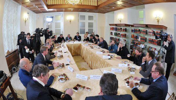 Премьер-министр РФ В.Путин провел встречу с писателями и представителями Российского книжного союза