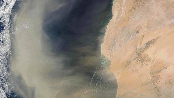 """Побережье Западной Африки и омывающий его Атлантический океан, снимок спутника """"Терра"""", 2003 год"""