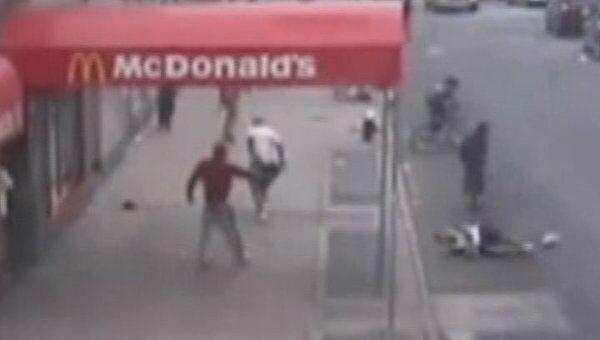 Несовершеннолетнего расстреляли в Нью-Йорке. Видео камер наблюдения
