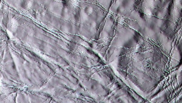Поверхность Энцелада, покрытая снегом из ледяных кристаллов