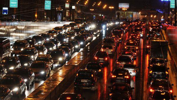Значительно улучшить транспортную ситуацию в Москве могут точечные и малозатратные меры, сформулированные Московским центром борьбы с пробками