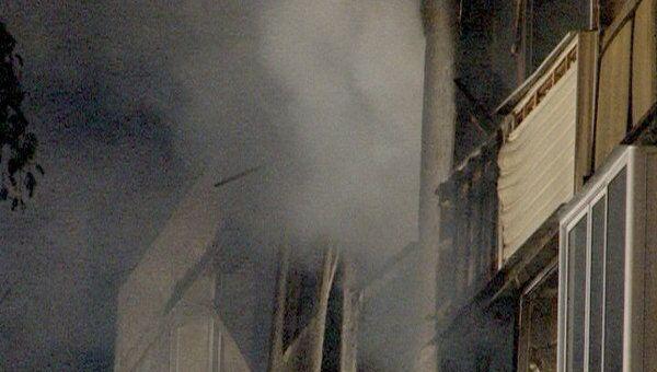Пожарные работают на месте разрушенного взрывом дома в Бронницах