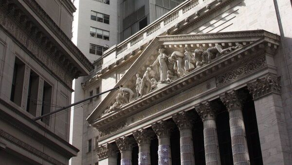 Фондовые рынки США закрылись падением на 1,87-2,63%