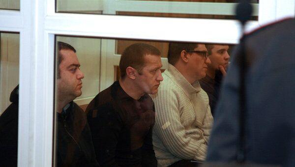 Анатолий Зак, Игорь Дербенев, Олег Феткулов (слева направо), обвиняемые по делу о пожаре в ночном клубе Хромая лошадь, в Ленинском районном суде Перми.