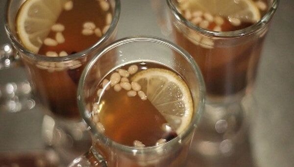 Имбирный напиток с орешками и черносливом. Видеорецепт
