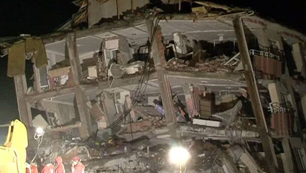 Подростка вытащили из-под завалов через 100 часов после землетрясения