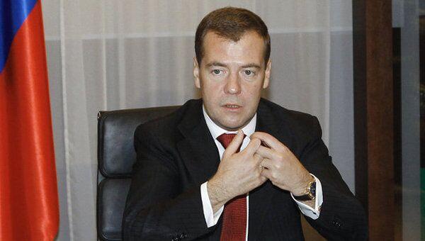 Медведев объяснил, какую пользу экономике России принесет МФЦ
