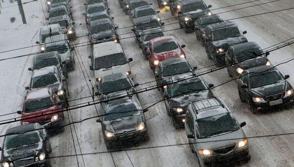 Столичная ГАИ призывает водителей к бдительности в условиях снегопада