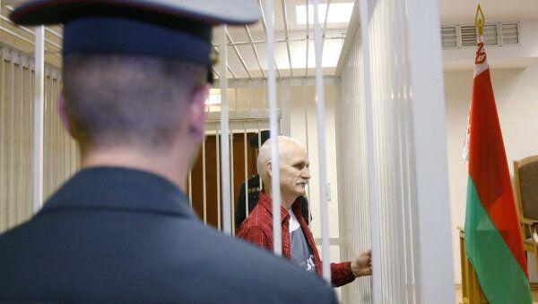 Суд над правозащитником Алексеем Беляцким в Минске