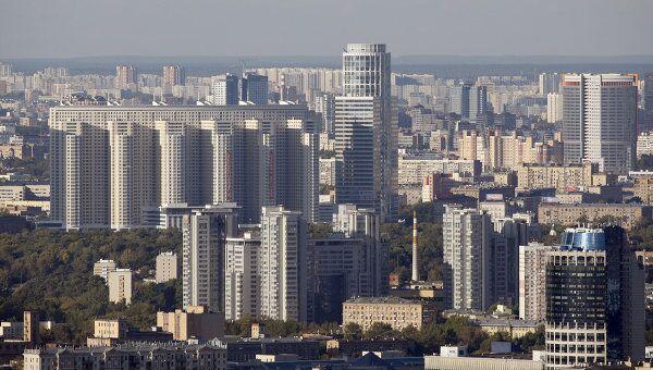 Вид на Москву с верхнего этажа МГУ. Архив