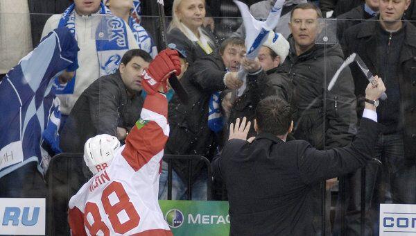 Инцидент во время матча КХЛ Динамо (Минск) – Витязь
