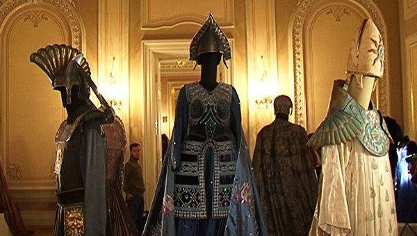 Фальшивые бриллианты на платьях ручной работы. Наряды Ла Скала в Москве