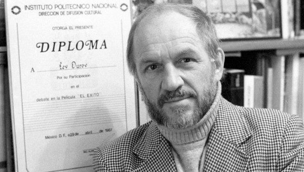 Народный артист СССР Лев Дуров с дипломом Национального политехнического института в Мехико
