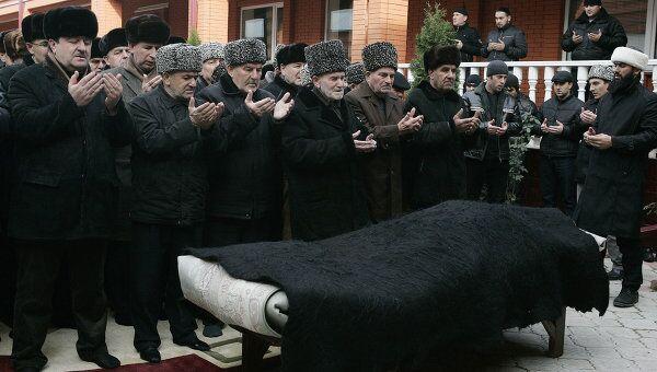 Похороны чеченского поэта Руслана Астаханова