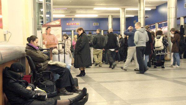 Пассажиры на Московском вокзале в Санкт-Петербурге