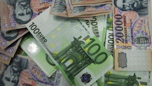 Венгерские форинты, евро. Архив