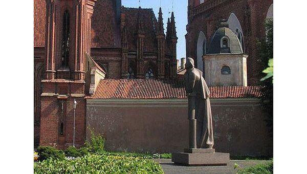 Памятник Адаму Мицкевичу. Вильнюс, Литва
