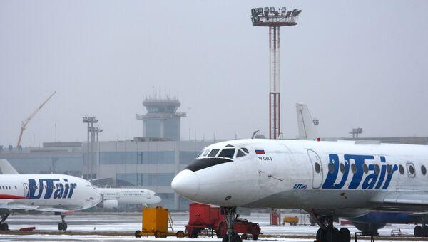 Самолет авиакомпании UTair в аэропорту Домодедово. Архивное фото