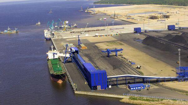 Универсальный перегрузочный комплекс в порту Усть-Луга