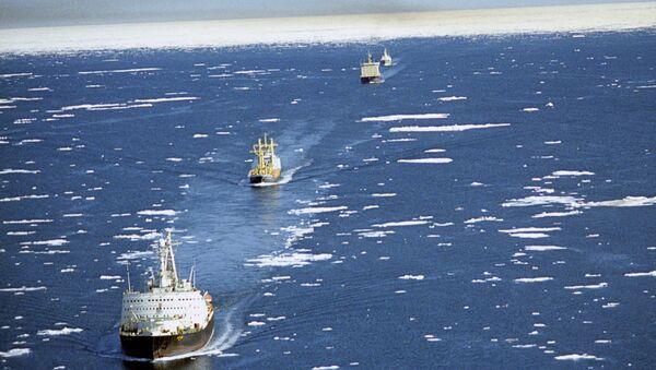 Караван судов на трассе Северного морского пути