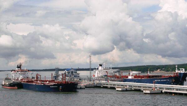 Нефтеналивной портовый терминал. Архивное фото