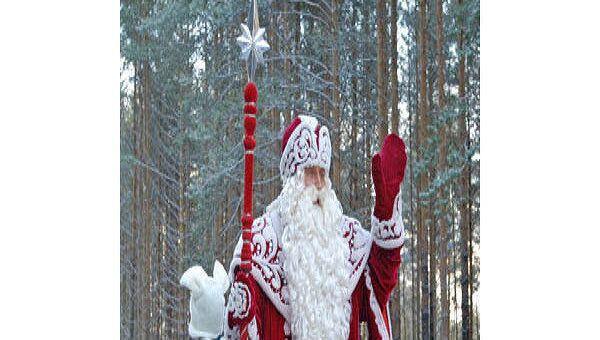 Российский и норвежский Деды Морозы утверждают, что это они насыпали снега на Москву