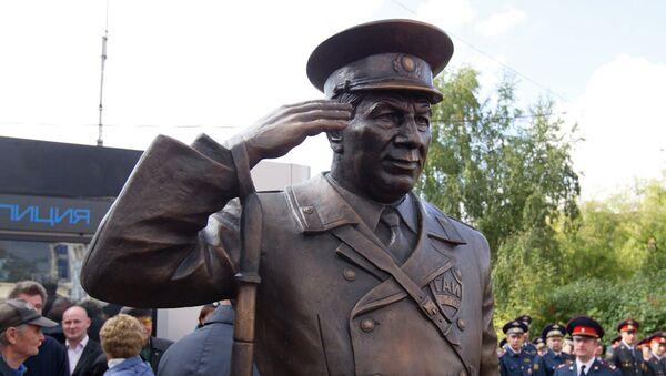 Памятник инспектору ГАИ Николаю Путинцеву