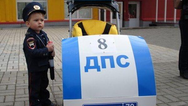 Машина ДПС и Подушка безопасности стали ярчайшими колясками Томска