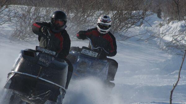 Традиционный в НАО праздник Буран-Дэй-2011, гонки на снегоходах