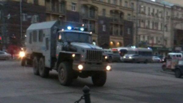 Спецтранспорт МВД следует в центр Москвы