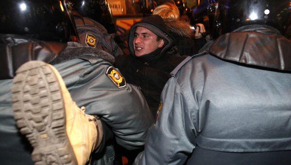 Акция протеста у станции метро Гостиный Двор в Санкт-Петербурге
