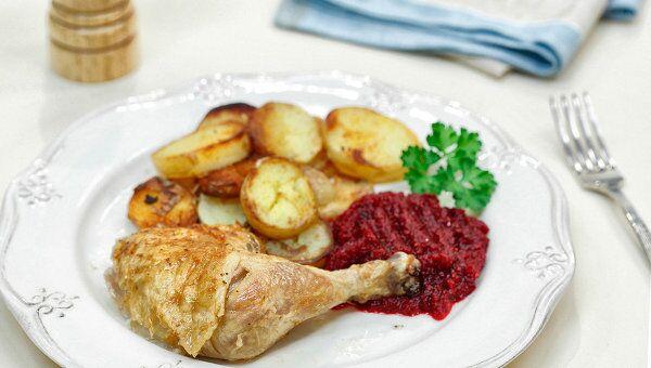 Фермерская курица с картофелем и клюквенным соусом