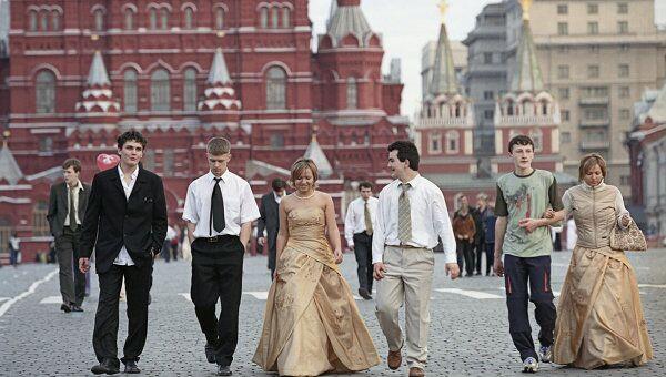 Выпускники школ на Красной площади в Москве