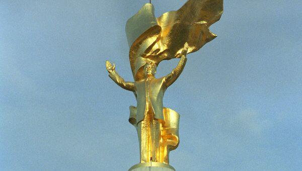 Памятник президенту Сапармураду Ниязову. Архивное фото