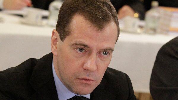 Медведев - РФ должна быть готова к разным сценариям развития ситуации на мировых рынках