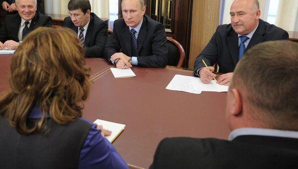 Премьер-министр В.Путин посетил общественную приемную председателя партии Единая Россия