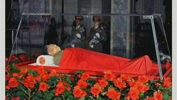 Тело корейского лидера Ким Чен Ира находится в усыпальнице Кымсусан, где похоронен его отец, бывший президент КНДР Ким Ир Сен