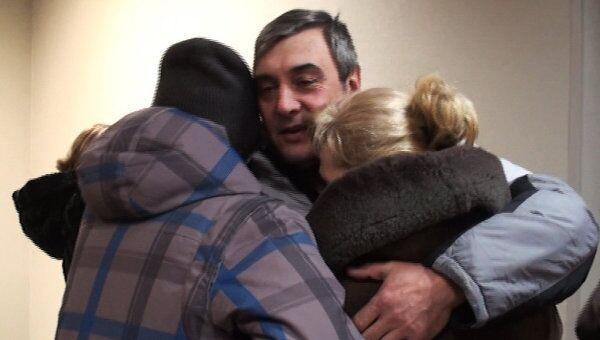 Родные выживших моряков с Кольской плакали при встрече с ними