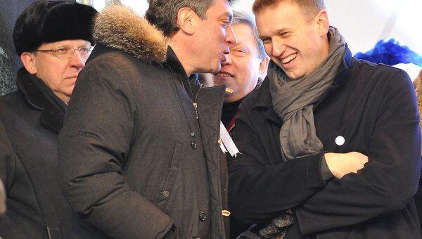 Политик Борис Немцов и блогер Алексей Навальный на митинге За честные выборы в Москве