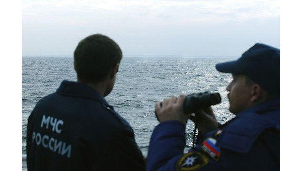Спасатели осматривают побережье Камчатки в поисках экипажа Аметиста