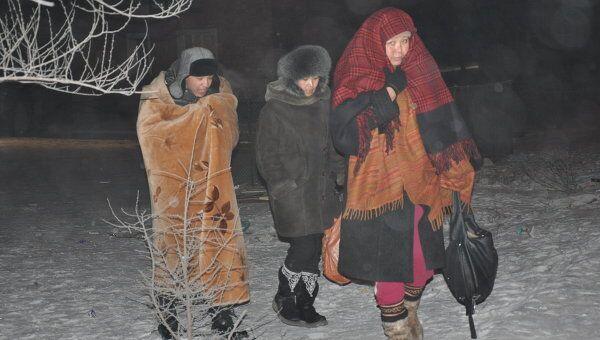 Люди, выбежавшие из своих домов в Кызыле