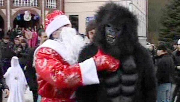 Пойманного в Ингушетии снежного человека навестил Дед Мороз