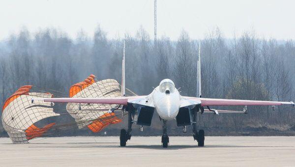 Истребитель Су-27 пилотажной группы Русские Витязи