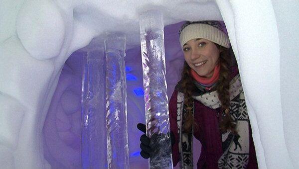 Снежный город с отелем и ледяной баней выстроили в Сокольниках